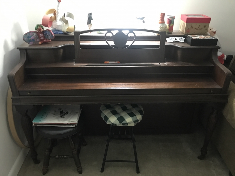 Upright Piano Image 2