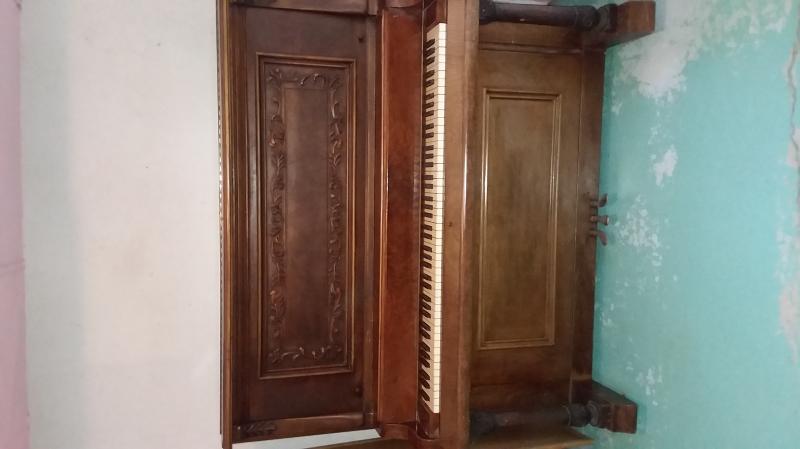 Antique Piano Image 3